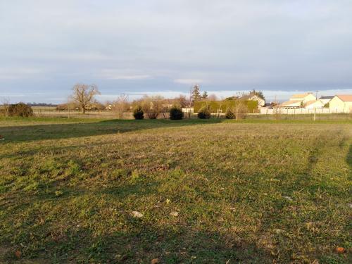Terrain constructible à Pouançay