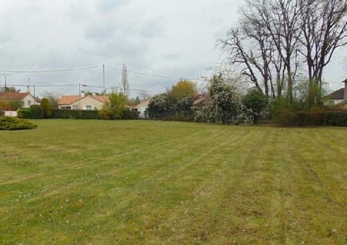 Terrain constructible à Saint-Julien-l'Ars