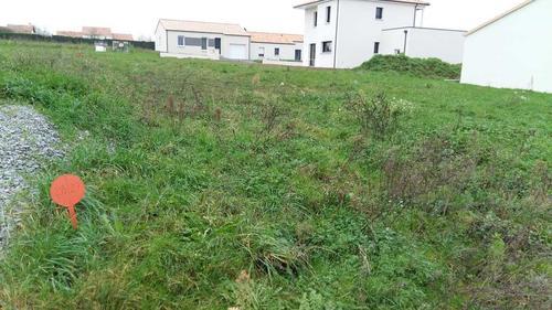 Terrain constructible à Saint-Christophe-du-Bois