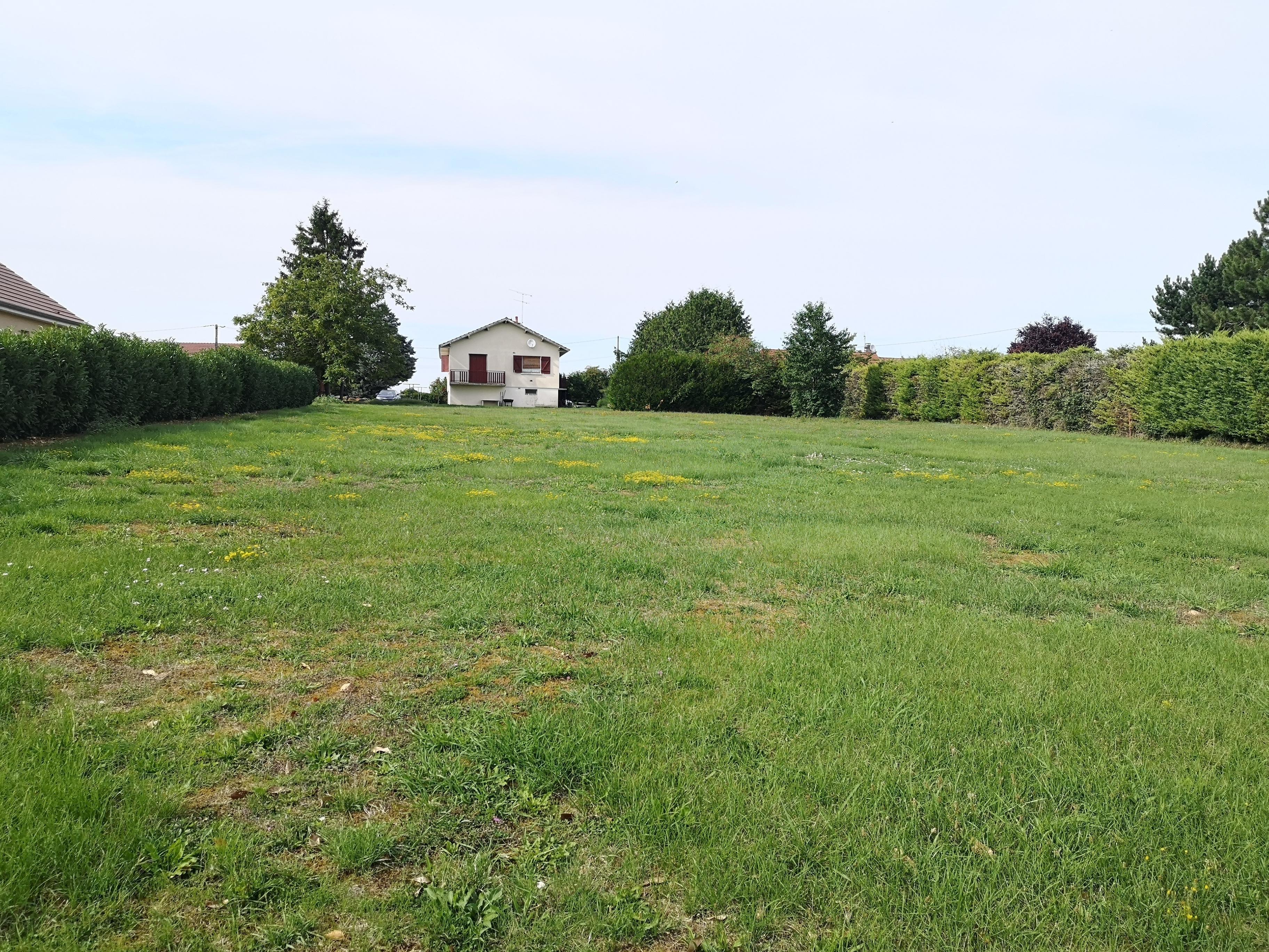 Terrain constructible à Belleneuve
